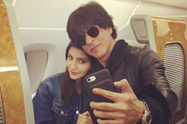 Anushka Sharma Says she is comfortable with Shah Rukh Khan- India TV