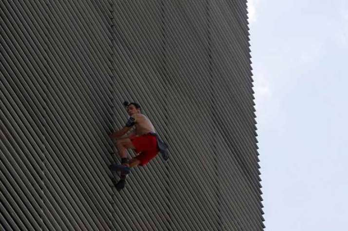 Russian Spiderman arrested after scaling building in...- India TV