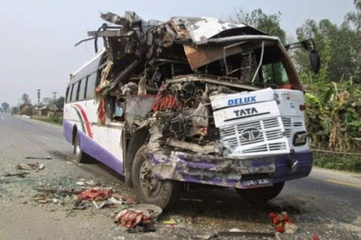 उत्तर प्रदेश के अलीगढ़ में बारातियों से भरी बस मिनी बस से टकराई, 11 की मौत- India TV