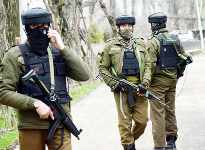 Three terrorists arrested in Kashmir's Sirnagar- India TV