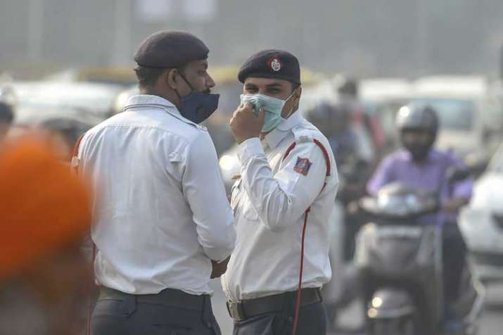 Traffic policemen wear masks to protect themselves as...- India TV