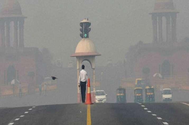 दिल्ली में वायु गुणवत्ता 'गंभीर' स्तर के पास पहुंची, दिवाली के बाद बद्तर हो सकते हैं हालात- India TV