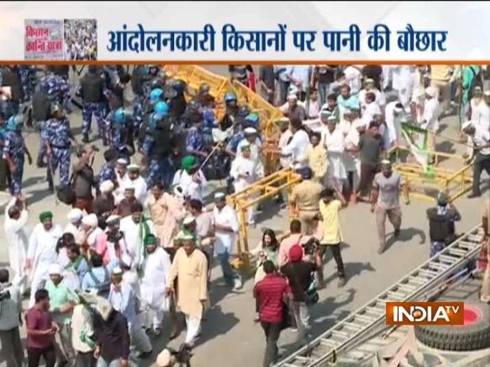 बैरिकेडिंग को...- India TV