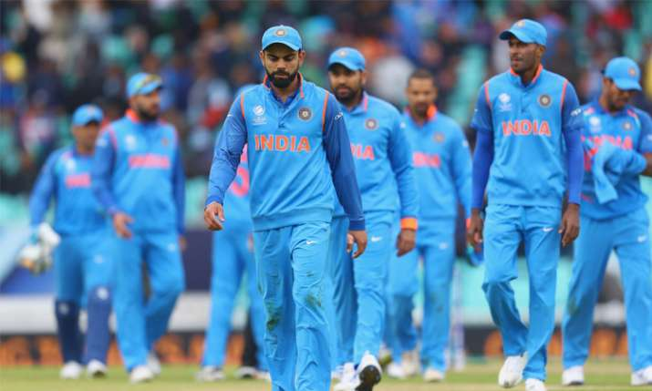 Kohli With Team- India TV