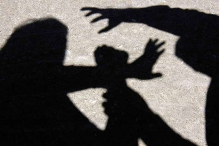 Driver of a private school cab arrested for allegedly molesting a 5 year old nursery girl- India TV
