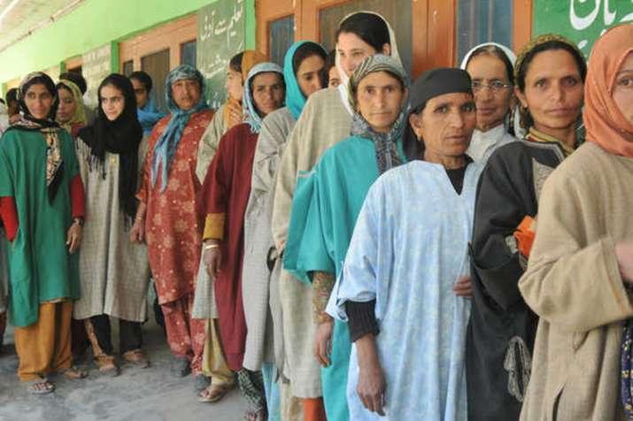 J&K निकाय चुनाव: दूसरे चरण के लिए मतदान शुरु, 1,000 से अधिक प्रत्याशी मैदान में- India TV
