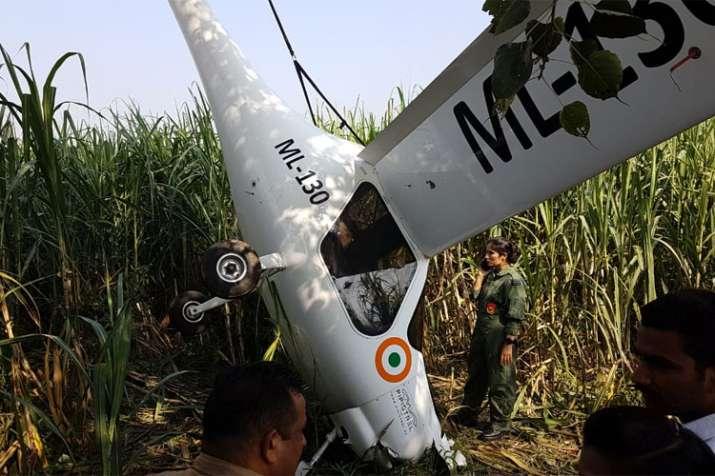 यूपी: बागपत में क्रैश हुआ एयरफोर्स का प्लेन, दोनों पायलट बाल-बाल बचे- India TV