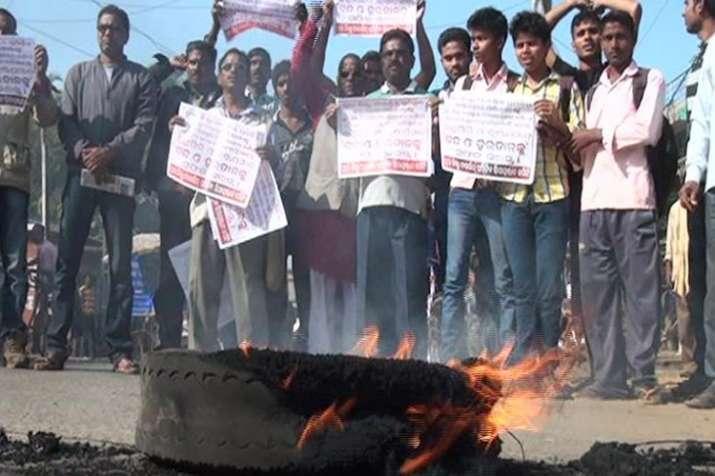 पुरी बंद के दौरान हिंसा, प्रदर्शनकारियों ने की तोड़फोड़; पुलिस का लाठी चार्ज- India TV