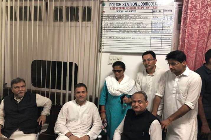 Rahul Gandhi Arrested druing Congress protest against removing CBI Director- India TV