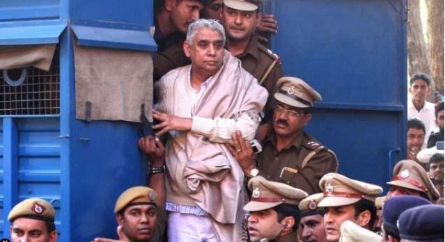महिला के मर्डर मामले में भी रामपाल को उम्रकैद की सजा सुनाई गई- India TV