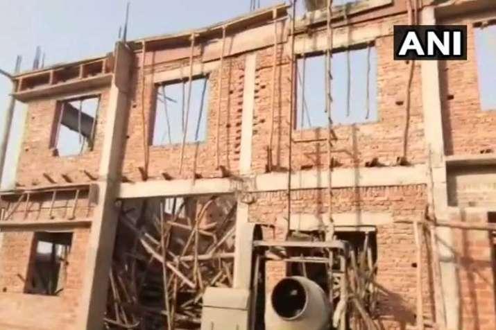 Shahjahanapur An under construction building has...- India TV