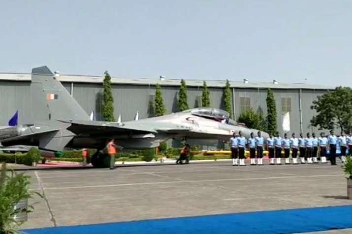 वायुसेना के बेड़े में पहला स्वदेशी युद्धक विमान सुखोई-30एमकेआई शामिल- India TV