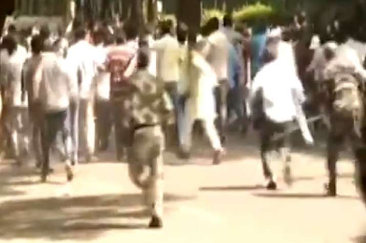 Police lathicharge over protesting NDMC workers at Jantar Mantar in Delhi- India TV