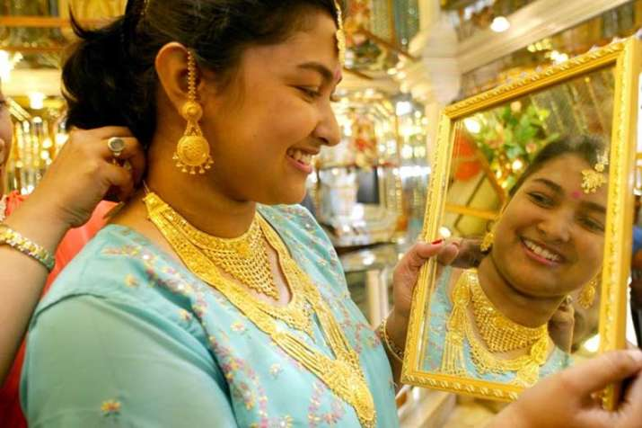 Women Buy jewellery- India TV