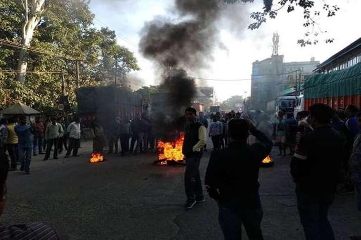 तिनसुकिया में 5 लोगों की हत्या के विरोध में आज असम बंद, जगह-जगह विरोध प्रदर्शन- India TV
