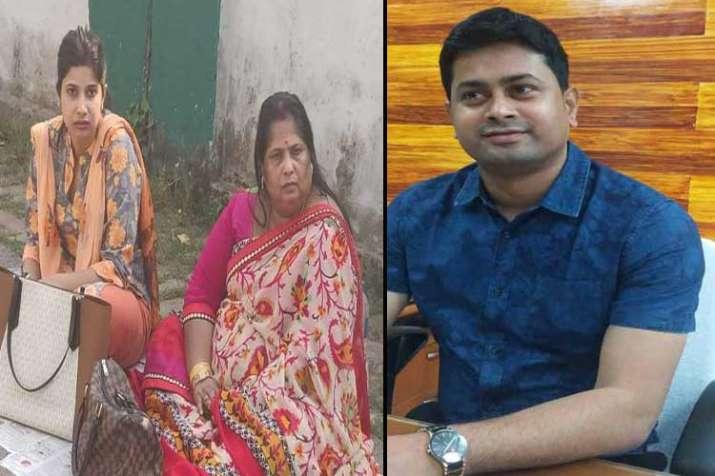 डीएम पति से मिलने की...- India TV