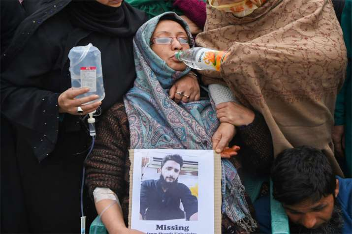 Family members and relatives of missing student Ehtisham Bilal in Srinagar- India TV