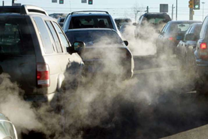 दिल्ली में प्रदूषण का स्तर 'अति खराब', प्राइवेट डीजल वाहनों पर रोक लगाने की तैयारी- India TV
