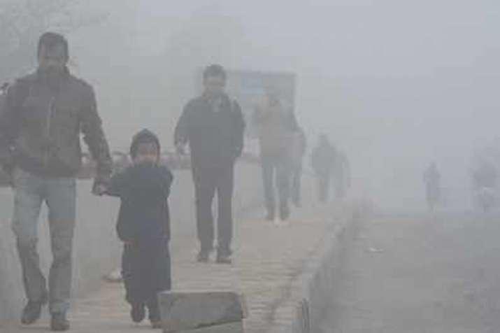 दिल्ली में धुंध भरी सुबह, वायु गुणवत्ता 'बेहद खराब'- India TV
