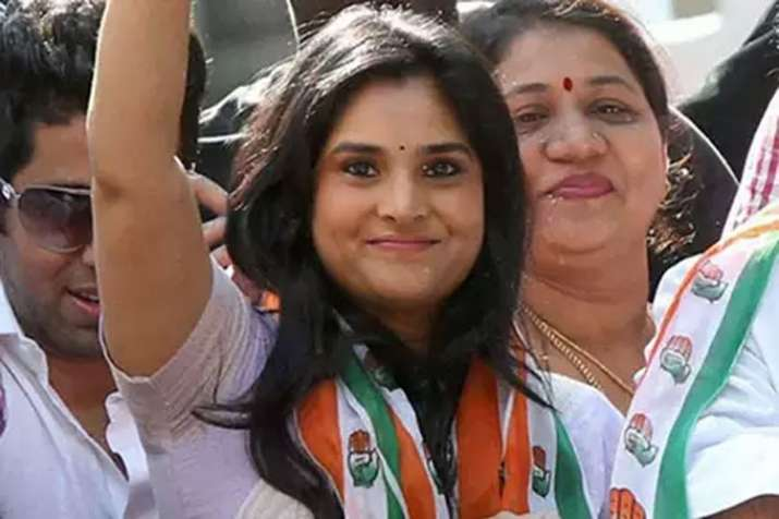 Controversial tweet of Congress Social Media head Divya Spandana- India TV