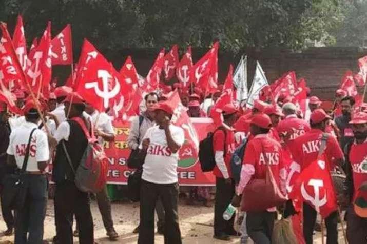 Tamil Nadu farmers return with skulls in Delhi, threaten to march naked | Twitter- India TV