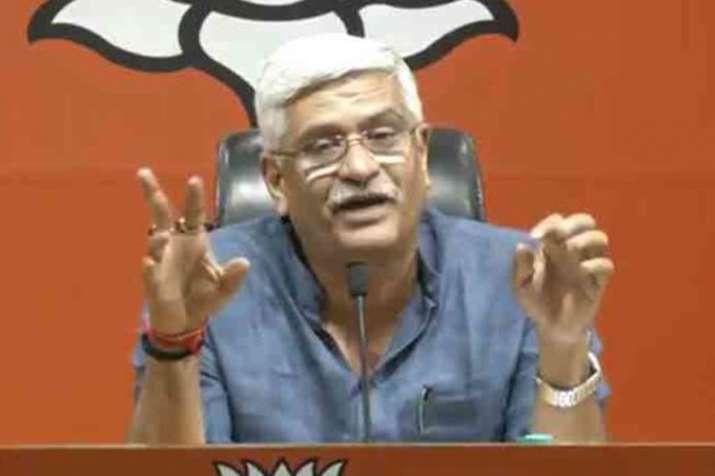 कांग्रेस में मुख्यमंत्री पद की उम्मीदवारी पर लड़ाई का भाजपा को फायदा होगा: शेखावत - India TV
