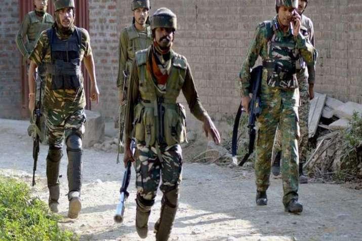 जम्मू कश्मीर के कुलगाम में सेना और आतंकियों के बीच मुठभेड़- India TV