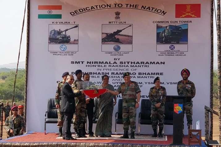 सेना के बेडे में शामिल हुईं K-9 वज्र, एम 777 होवित्जर, कार्यक्रम में शामिल हुईं रक्षा मंत्री- India TV