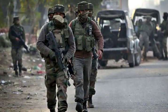 जम्मू-कश्मीर में गोलीबारी की घटना में घायल नागरिक की मौत - India TV