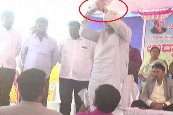 कर्नाटक के मंत्री ने...- India TV
