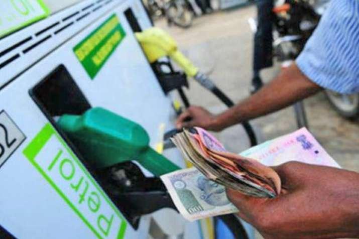 दिवाली के बाद लगातार दूसरे दिन घटे पेट्रोल, डीजल के दाम- India TV Paisa