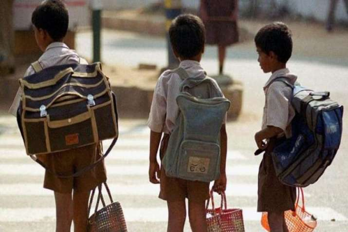 Centre issues guidelines to regulate weight of school bags- India TV