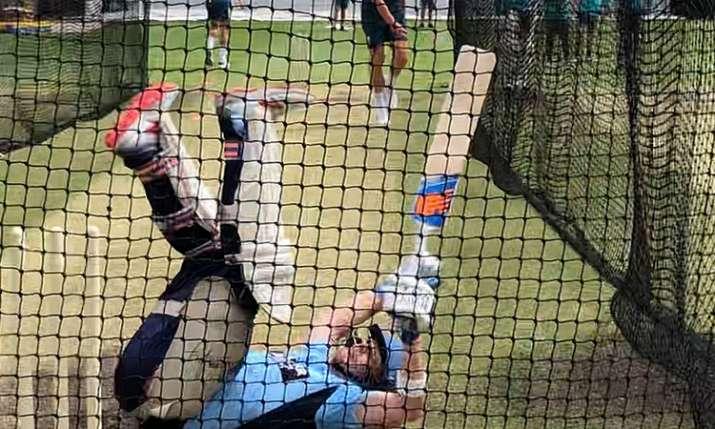 भारत के खिलाफ टेस्ट सीरीज के लिए गेंदबाजों को तैयार कर रहे स्मिथ खुद ही हो गए चित- India TV