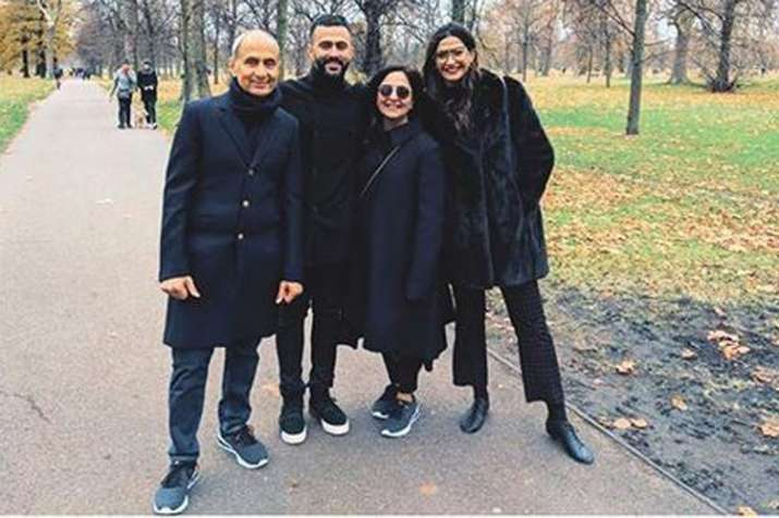 Sonam Kapoor Ahuja with Anand Ahuja and his family- India TV