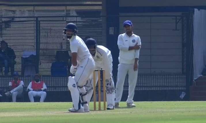 मध्य प्रदेश के अजय रोहेरा ने डेब्यू मैच में ही बना डाला वर्ल्ड रिकॉर्ड, खेली 267 रनों की पारी- India TV