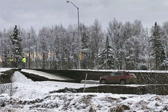 Powerful earthquakes shatter roads and windows in Alaska | AP- India TV