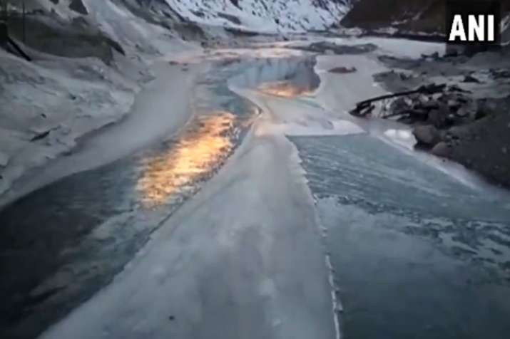 River Chandra in Lahaul-Spiti freezes partially due to cold wave- India TV