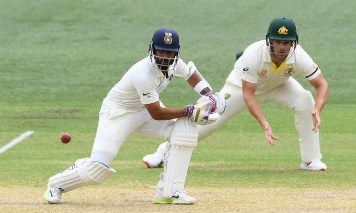 एडिलेट टेस्ट के चौथे दिन काली पट्टी बांधकर मैदान पर उतरे ऑस्ट्रेलियाई खिलाड़ी, जानें कारण- India TV