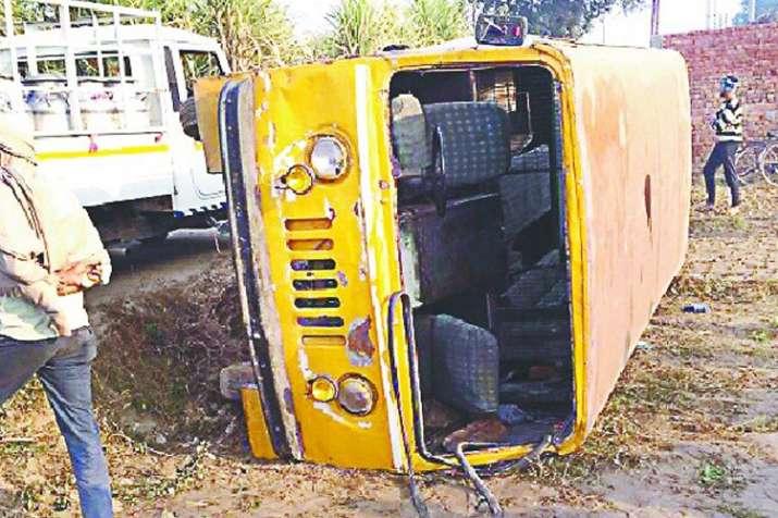 बिहार में स्कूली बस दुर्घटनाग्रस्त, 20 घायल; सभी बच्चे खतरे से बाहर- India TV