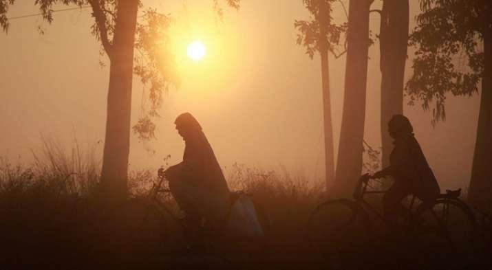 दिल्ली में कड़ाके की ठंड, वायु गुणवत्ता 'गंभीर'- India TV
