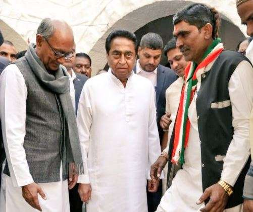 Congress worker wears shoes by Kamal Nath as party forms govt in Madhya Pradesh- India TV