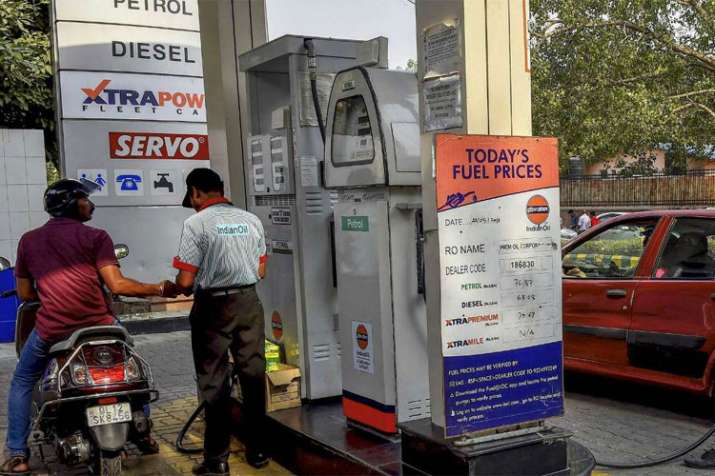 Petrol price continues to fall, touches lowest level in 2018 | PTI File- India TV Paisa