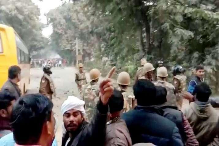 Ghazipur stone pelting- India TV
