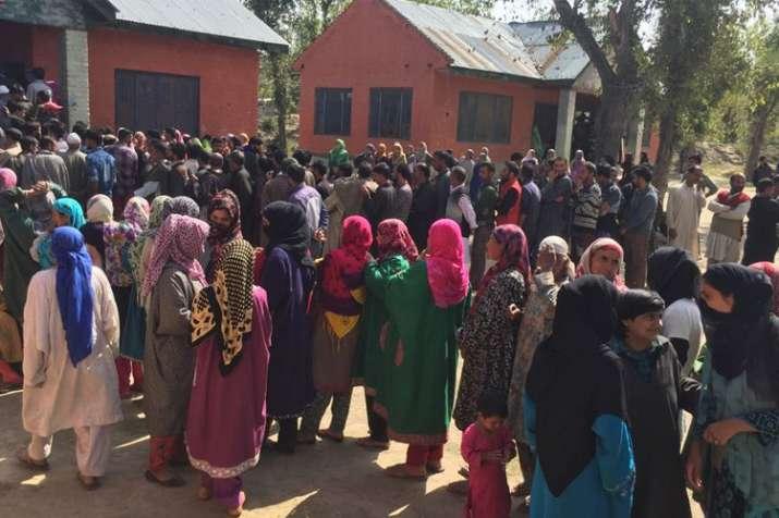 जम्मू एवं कश्मीर पंचायत चुनाव: आठवें चरण के लिए मतदान जारी- India TV