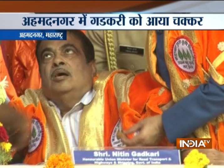 केंद्रीय मंत्री नितिन गडकरी की तबीयत बिगड़ी, कार्यक्रम के दौरान आया चक्कर- India TV