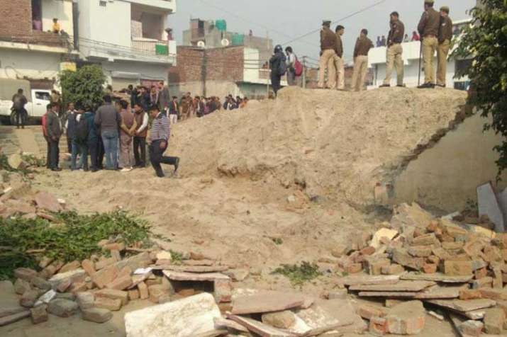 noida school wall collapse- India TV
