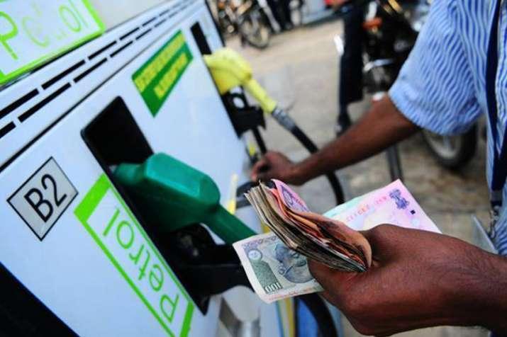 पेट्रोल, डीजल के दाम में लगातार चौथे दिन बढ़ोतरी, कच्चे तेल में नरमी- India TV Paisa