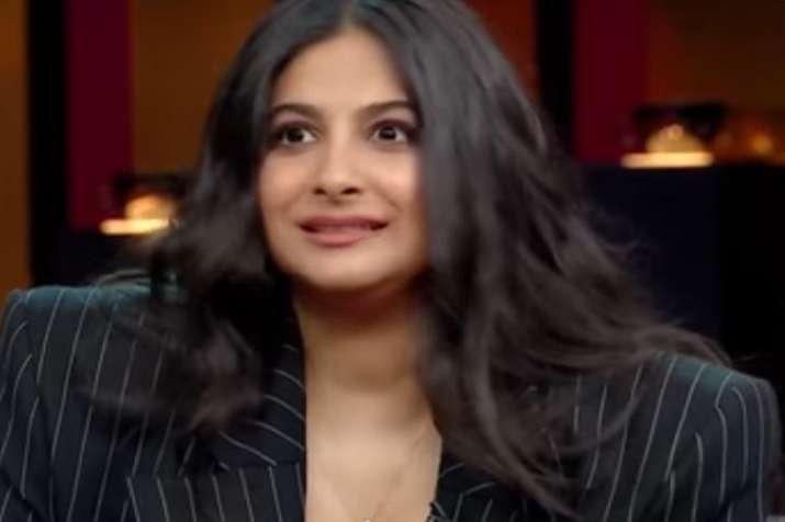 Koffee with Karan 6 Rhea Kapoor imitates Kareena Kapoor Khan watch video- India TV