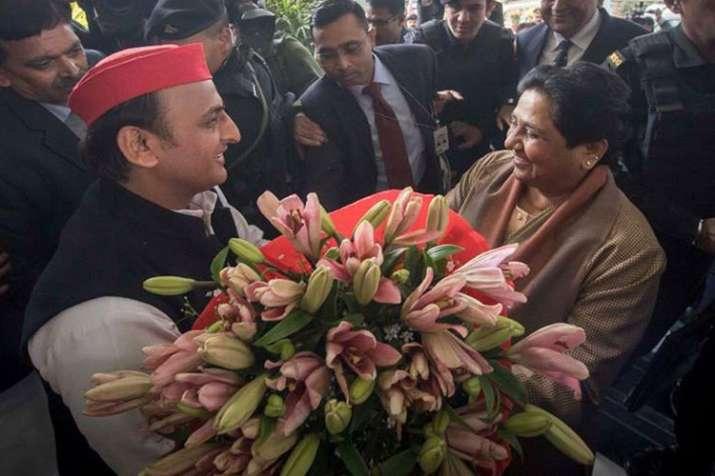 Samajwadi Party leader Akhilesh Yadav and BSP Chief Mayawati   Facebook- India TV
