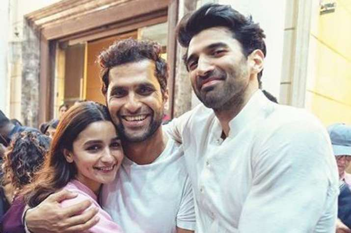 Alia Bhatt wraps up Kalank shoot, shares picture with Aditya Roy Kapur- India TV